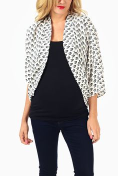 White-Black-Arrow-Printed-Maternity-Cardigan #maternity #fashion #cutematernityclothing #cutematernitytops #falloutfits #falltrends