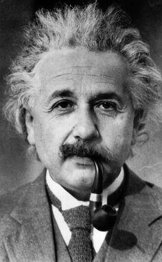"""""""Papai, por que você é tão famoso?"""" O pai pensa por um instante, depois responde ao filho de nove anos de idade: """"Quando um besouro cego sobe por um galho envergado, não percebe que o galho é envergado. Tive a sorte de perceber o que o besouro não percebeu"""". Einstein resume ao seu filho mais …"""