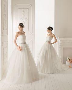 RISSEL - Vestido de organza de seda en color natural  X04 Cinturón-broche pedrería en color plata y T50 Diadema de perlas en color natural