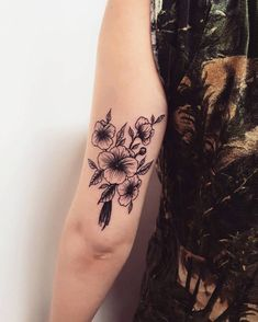 18 Beautiful Violet Tattoo Designs and Ideas Violet Tattoos by sabootattoos Carnation Flower Tattoo, Violet Flower Tattoos, Pansy Tattoo, Mandala Flower, Violet Tattoo, Birth Flower Tattoos, Flower Tattoo Arm, Flower Tattoo Designs, Red Carnation