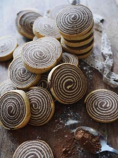 Shortbread Cookies - Chocolate and Vanilla Shortbread Spirals Recipe via Jungle Recipe Over 15 amazingly delicious shortbread cookies recipes to try! From classic to chocolate there's nothing like the buttery texture of shortbread cookies! Biscuit Cookies, No Bake Cookies, Yummy Cookies, Sugar Cookies, Cookie Cups, Sandwich Cookies, Pinwheel Cookies, Vanilla Cookies, Baking Cookies