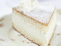 Für die Topfentorte, ungekühltes QimiQ glatt rühren. Magertopfen, Zucker, Vanillezucker und Zitronensaft dazugeben und gut vermischen. Zum Dream Cake, No Bake Desserts, Vanilla Cake, Cheesecake, Yummy Food, Yummy Recipes, Cupcakes, Sweets, Bread