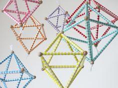 Les Plaisanteries: DIY - Mobile géométrique himmeli Tampons, Gravure, Decoration, Triangle, Diy, Creative Inspiration, Straws, Decor, Bricolage