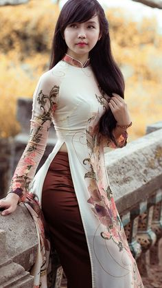 Differently exciting no less.anyway, poets and songsters need a century of song and inspiration to do her enough justice. Indian Fashion Dresses, Asian Fashion, Look Fashion, Fashion Outfits, Fashion Design, Diy Fashion, Vietnamese Traditional Dress, Vietnamese Dress, Traditional Dresses