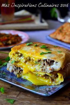 Bourek or Brick Annabi floor meat and egg Algerian Recipes, Oriental Food, Burger And Fries, Ramadan Recipes, Pasta, Wrap Sandwiches, Mediterranean Recipes, Food Hacks, Entrees