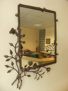 Mirror frame with decoration of roses wrought by COLPIDIMARTELLO, €320.00
