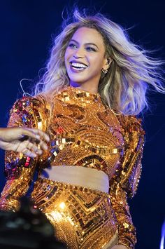Beyoncè - The Formation World Tour at MetLife Stadium. East Rutherford, New Jersey October 2016 Glitter Bodysuit, Gold Bodysuit, Beyonce Knowles Carter, Beyonce And Jay Z, Solange Knowles, Destiny's Child, Bodysuit Outfit Party, Queen Bee Beyonce, Queen