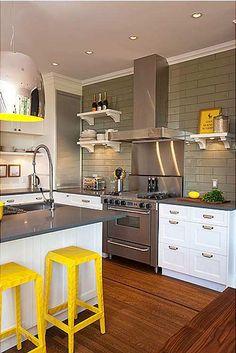Cocina moderna con toques color amarillo