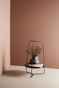 Auka contraste et expression graphique par Maja Bøgh Vindbjerg pour WOUD Room Wall Colors, Bedroom Colors, Colorful Interior Design, Colorful Interiors, Paint Colors For Home, House Colors, Living Room Paint, Living Room Decor, Orange Home Decor
