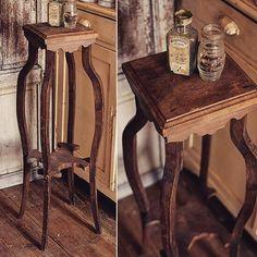 足のラインがセクシーな足長の花台 フランスより  #deco #rustic #brocante #antique #interior #vintage  #shabbychic #oldstyle #antiques #frenchstyle #decoration #ancien #antiqueshop #lovelyvintage #homedeco #shabby #retro #wood #antiquedesign#furniture#table #花台 #home#instahome #ブロカント #アンティーク by brocante_de_la_cocotte