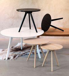 MESAS DE DISEÑO  Los muebles de diseño nórdico se caracterizan por sus estilizadas patas y el uso de materiales naturales como la madera en tonos claros para potenciar la luminosidad del interior. Rowico | Ventas en Westwing