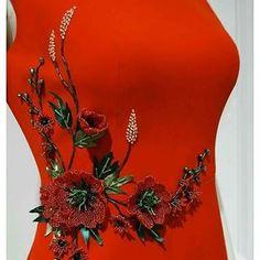 @terziparcacigi • Instagram photos and videos Embroidery Suits Design, Hand Work Embroidery, Embroidery Fashion, Silk Ribbon Embroidery, Hand Embroidery Designs, Embroidery Dress, Dress Neck Designs, Blouse Designs, Silk Kurti Designs