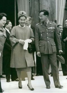 Long Live Their Majesties The King & The Queen Of Thailand. King Bhumipol, King Rama 9, King Of Kings, King Queen, Thailand Monarchy, King Thailand, African Royalty, Queen Sirikit, King Photo