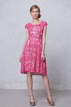 I want this lace Anthropologie dress so much it hurts (dramatic sigh)
