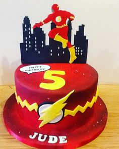 The Flash Birthday Cake. Finished with hand cut fondant character topper Flash Birthday Cake, Birthday Cake Card, 5th Birthday, Birthday Ideas, Bolo Flash, Flash Cake, Sonic Cake, Cupcake Cake Designs, Superhero Cake