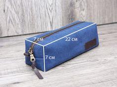 Leather Bag Pattern, Tote Bags, Denim Crafts, Handbag Patterns, Pencil Bags, Unique Bags, Leather Projects, Little Bag, Toiletry Bag