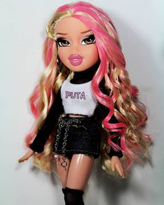 Bringing In the new year in style ✨ 2019 is arriving and I just wanna say I'm hella ready for it. 2018 has taught me a lot about… Bratz Doll Makeup, Bratz Doll Outfits, Bad Girl Aesthetic, Pink Aesthetic, Bratz Doll Halloween Costume, Mouse Costume, Black Bratz Doll, Halloween Look, Couple Halloween