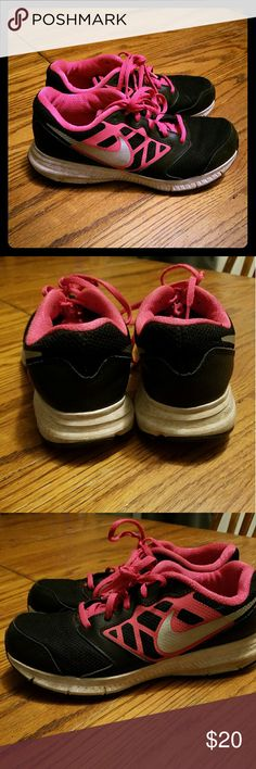 Hot pink & Black girls 6 Nike tennis shoes Nice nike shoes. Bottom edges have a little discoloration. Inside above tag says sky. Otherwise excellent condition and tons of wear left. Size 6y. Reasonable offers amd bundles are welcome! Feel free to ask questions Nike Shoes Sneakers