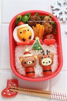Rilakkuma Christmas bento ~ Rilakkuma mini sausage figures on rice bed plus Kiiroitori egg by mahiro-mama Japanese Food Art, Japanese Lunch Box, Japanese Sweets, Cute Bento Boxes, Bento Box Lunch, Bento Food, Sushi, Frappuccino, Kawaii Bento