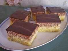 Hazelnut slices, a popular recipe from the cakes category. Swiss Recipes, Best Sweets, Food Cakes, Easy Cake Recipes, Popular Recipes, Cakes And More, No Bake Cake, Food Pictures, Baked Goods