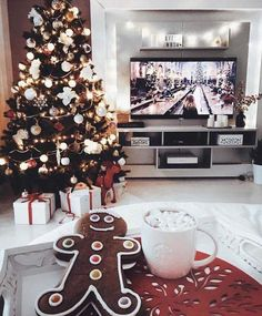 Christmas Aesthetic for Home – Cozy Xmas Decorations Ideas. Looking for inspiration and a great mood with Christmas aesthetic ideas? Save my collection of these Christmas tree ideas, Xmas lights aesthetic, wallpaper and cozy home decorations. Days Until Christmas, Christmas Time Is Here, Christmas Mood, Merry Little Christmas, Noel Christmas, Christmas And New Year, All Things Christmas, Christmas Lights, Christmas Tumblr