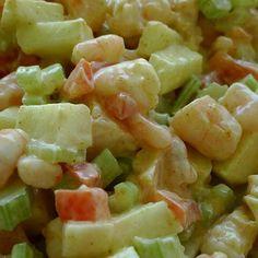 ENSALADA TIPO WALDORF   2 tazas de langostinos cocidos (grillados en una sartén con limón). 1 paquete de kanikamas (son aprox 20 chicos o 10 si compran los largos) 5 apios. 1 manzana verde. 5 palmitos grandes. Verduras adicionales opcionales: Hojas verdes; (endivia, lechuga), repollo picado, champiñones fileteados; para dar volumen y aportar fibra. Picar todos los ingredientes, mezclarlos y agregarles un aderezo hecho a base de:  Co...