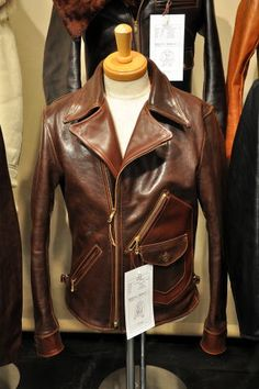 Jackets For Stylish Men. Jackets are a crucial part of every single man's clothing collection. Men require outdoor jackets for a variety of moments as well as some varying weather conditions. Men's Leather Jacket, Shearling Jacket, Leather Men, Leather Jackets, Stylish Men, Men Casual, Casual Winter, Leather Fashion, Mens Fashion