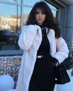 В городе царит волшебная атмосфера Нового года ☺️ #Moscow #Russia #Winter #StreetStyle ❄️✨❄️✨❄️✨❄️✨❄️✨