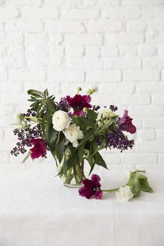 over painted white brick   naturally styled bouquet   @designlovefest