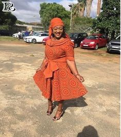 Top Shweshwe and jeans, shweshwe gown and shweshwe shirts in South Africa - Reny styles African Attire, African Wear, African Fashion, Women's Fashion, African Traditional Wedding Dress, Traditional Dresses, Shweshwe Dresses, Beach Wear Dresses, Luxury Dress