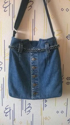 Recycled Denim Purse – Re-using Pockets, Waistbands, Belt Loops from Jeans Denim Tote Bags, Denim Purse, Jean Crafts, Denim Crafts, Blue Jean Purses, Denim Ideas, Recycle Jeans, Recycled Denim, Denim Bag Patterns