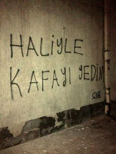 Ve haliyide tanımıyorum. Text Quotes, Wall Quotes, Big Words, Cool Words, Coffee Words, Street Graffiti, Small Letters, Funny Times, Instagram Bio