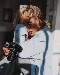 Photography Ideas At Home, Model Poses Photography, Indoor Photography, Photography Women, Creative Photography, Girl Inspiration, Photoshoot Inspiration, Alexandra Burimova, Shotting Photo