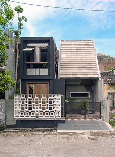 aiming to bring the architecture back to basics, javanese architect gayuh budi utomo has designed 'omah amoh', a private house in sidoarjo, indonesia. Small House Interior Design, Black Interior Design, Modern House Design, Townhouse Designs, Design Exterior, Trendy Home, Minimalist Home, Bungalow, House Plans