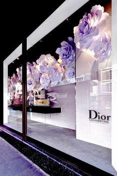 Harrods chelsea flower show Dior window london 2015 paper flower popout book over sized les parfums book with wall mounted paper flowers 57 Paper Flower Wall, Paper Flower Backdrop, Shop Window Displays, Store Displays, Display Window, Visual Merchandising Displays, Cosmetic Display, Flower Window, Retail Store Design