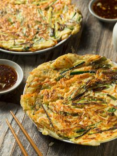 What's even better than scallion pancakes are vegan scallion and kimchi pancakes. Easy to make and delicious, they go well with soups and stir-fries. Korean Scallion Pancake, Scallion Pancakes, Korean Pancake, Vegetarian Recipes, Healthy Recipes, Vegan Recipes With Kimchi, Vegan Kimchi Recipe, Going Vegetarian, Delicious Recipes