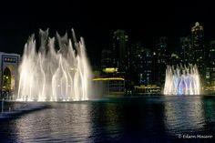 Dubai Fountain: a iluminação deixa os show noturnos muito mais bonitos e impactantes
