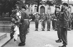 Gen Maczek laying wreath in Breda Division, Ww2, Poland, Britain, Army, Street View, Gi Joe, Military