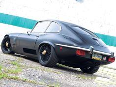 Jaguar XK-E in matte black, oohhwww!!!! Nice