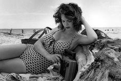 #JamaisSansMonAssistante • Bunny Yeager • Myrna Weber • Playboy août 1958