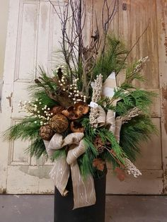 50 Cool Outdoor Christmas Decorations Ideas - Home-dsgn Outdoor Christmas Planters, Christmas Greenery, Christmas Flowers, Silver Christmas, Rustic Christmas, Christmas Holidays, Christmas Wreaths, Christmas Images, Christmas Cards