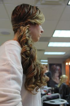 I need my hairstylist to teach me how to do this! ; D
