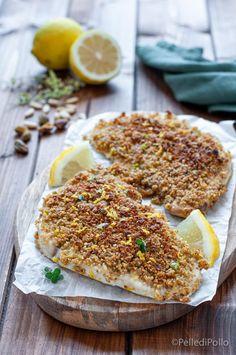 Gustose fette di #palombo al forno, gratinate con #limone #pistacchi e pinoli #ricetta #secondidipesce #ricettelight #pesce