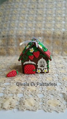 Cookie strawberry house by Olesia Gul