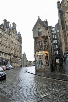 Cockburn Street, Edinburgh by Niseag, via Flickr