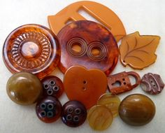 orange tones Bakelite bits and buttons. Button Art, Button Crafts, Sewing Tools, Sewing Notions, Vintage Sewing, Vintage Items, Vintage Buttons, Crafty, Shapes