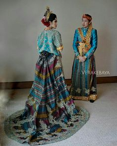 Indonesian Kebaya, Indonesian Wedding, Traditional Gowns, Traditional Wedding Dresses, Wedding Suits, Wedding Gowns, Hijab Fashion, Runway Fashion, Kebaya Modern Dress