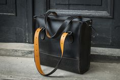 Schultertasche, Tasche aus Leder mit Innentaschen // leather bag in black by LADYBUQ via DaWanda.com