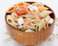 Salade de pâtes au saumon fumé et feta, sauce au yaourt