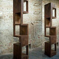 Estante Monolith 12. Perfeita pra um canto de casa. By Stefano Bishop Design.